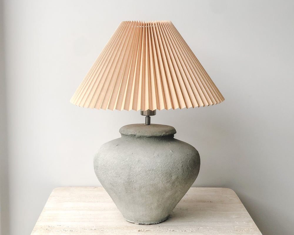PLEATED CONCRETE LAMP | NUDE