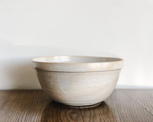 Load image into Gallery viewer, HANDSPUN MIXING BOWL | PARCHMENT