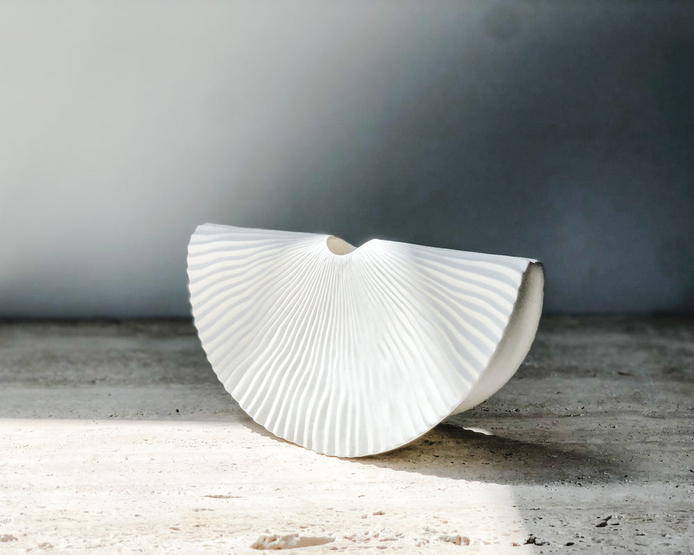 Load image into Gallery viewer, PLEATED SWING VASE | WHITE