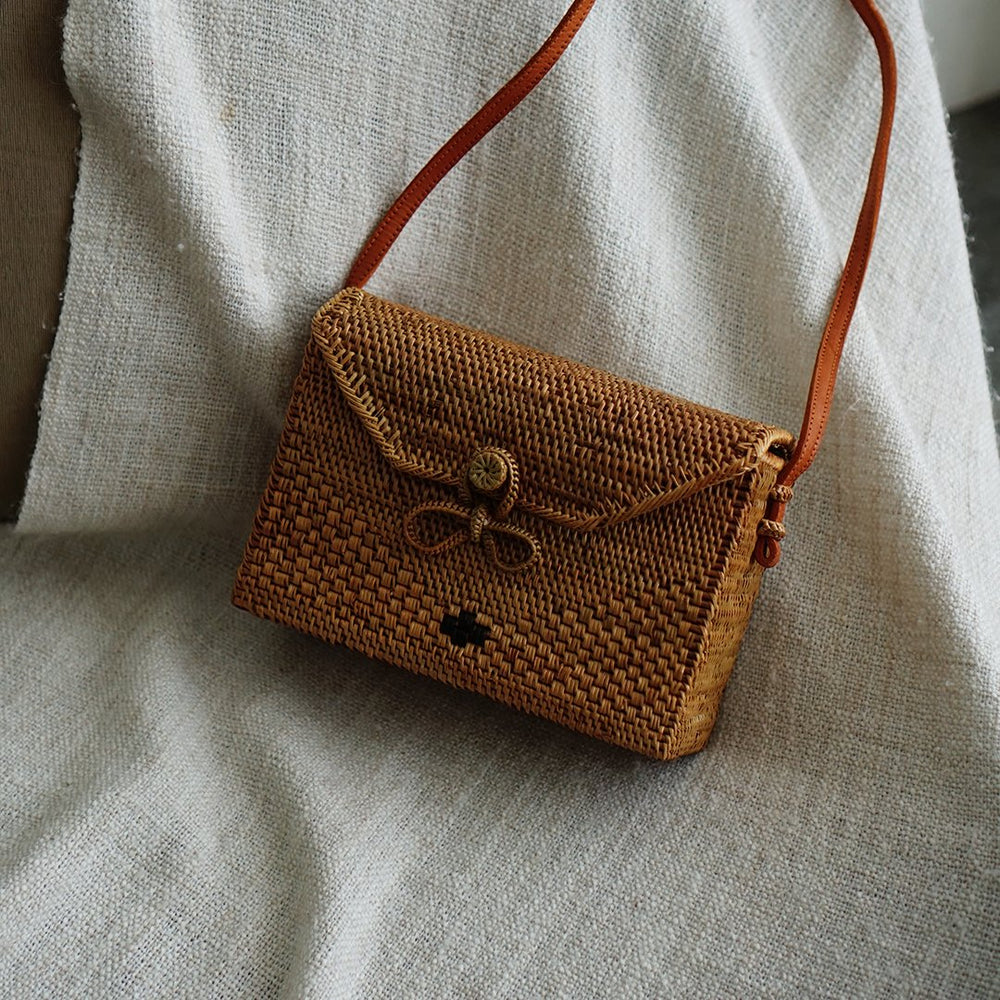 Envelope Bali Rattan Crossbody Bag