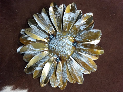 Metal Wall Painted Daisy