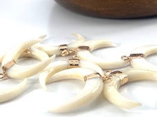 Natural White Shell Mother of Pearl Shell Pendants, Gold Plated On Zinc Alloy, Crescent Moon/Double Horn, Sku#M334