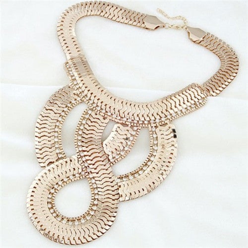 Luxurious Scale Design Exaggerating Necklace - Golden