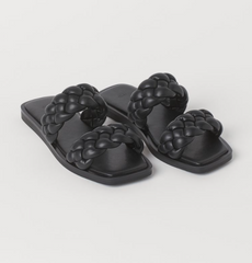 H&M black braided sandal sliders with the ultimate holiday packing guide