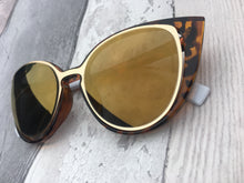 Load image into Gallery viewer, Printed frame gold lens sunglasses