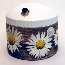 Load image into Gallery viewer, DecoWrap - Daisies on old board