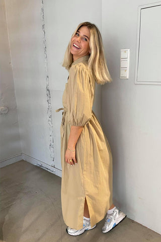collections/kjoler-jumpsuits/products/6368272-mysalina-beige?variant=39356945465379