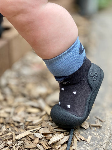 When should my baby start wearing shoes?