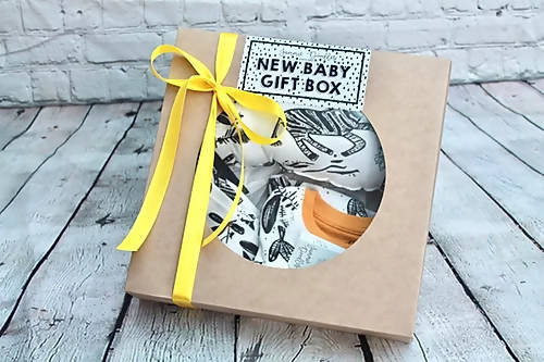 Ultimate New Baby Gift Box Including Sleep Set, Cloud Decoration & Bunting.