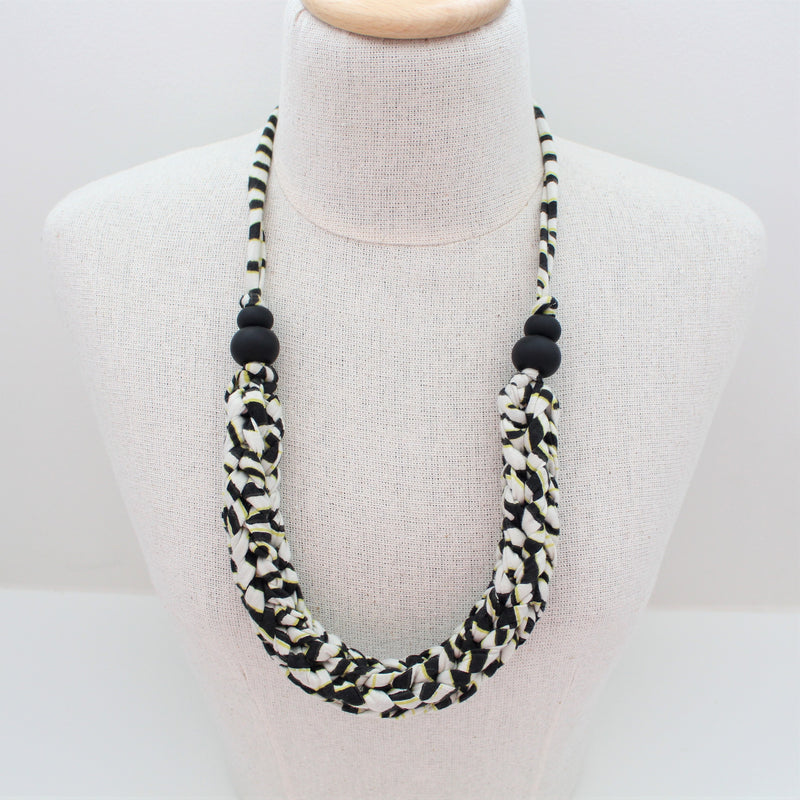 NOWHERE GIRL - Threaded Yarn Necklace