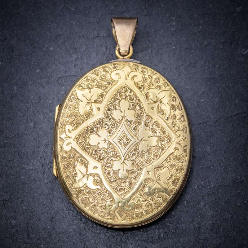 ANTIQUE VICTORIAN ENGRAVED 18CT GOLD LOCKET CIRCA 1880 front