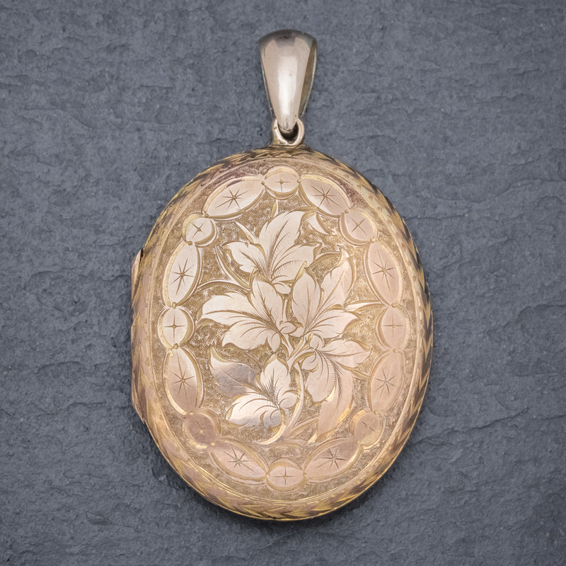 Antique Victorian Engraved Locket 18ct Gold Back And Front Circa 1880 FRONT