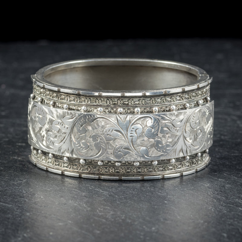 ANTIQUE VICTORIAN STERLING SILVER BANGLE CIRCA 1880 FRONT
