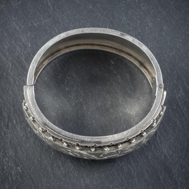 ANTIQUE VICTORIAN STERLING SILVER BANGLE CIRCA 1880 TOP