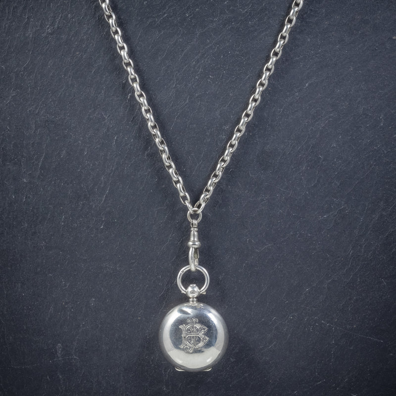ANTIQUE VICTORIAN STERLING SILVER SOVEREIGN LOCKET NECKLACE AND GUARD CHAIN BIRMINGHAM 1907 neck