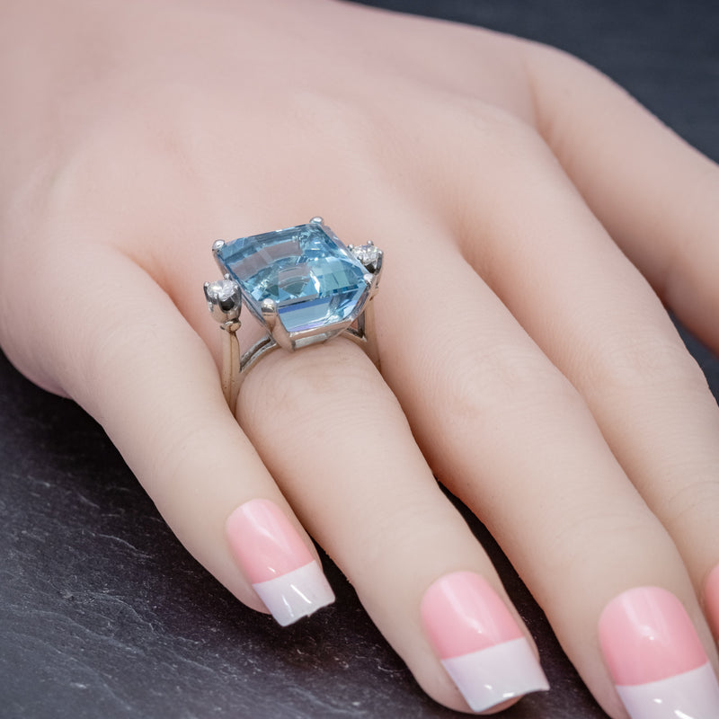 ART DECO AQUAMARINE RING 18CT WHITE GOLD 17.5CT AQUA CIRCA 1920 HAND2