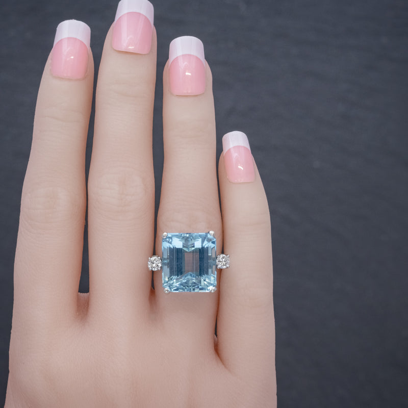 ART DECO AQUAMARINE RING 18CT WHITE GOLD 17.5CT AQUA CIRCA 1920 HAND