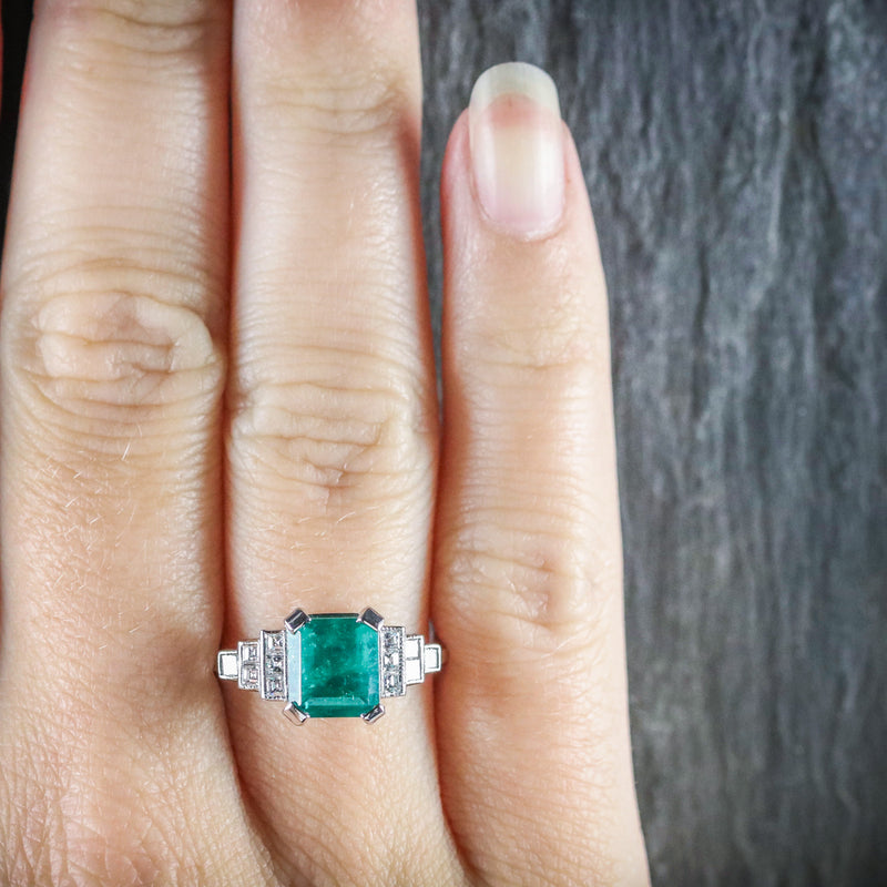 ART DECO EMERALD DIAMOND RING 18CT WHITE GOLD CIRCA 1920 HAND