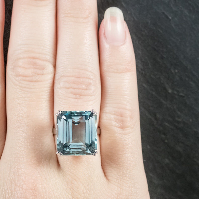 ART DECO AQUAMARINE RING 18CT WHITE GOLD CIRCA 1920 hand