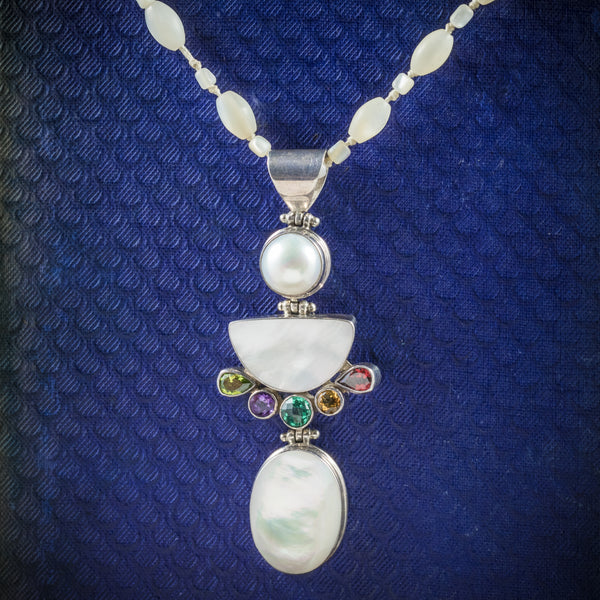 Mother Of Pearl Pendant Necklace Silver cover