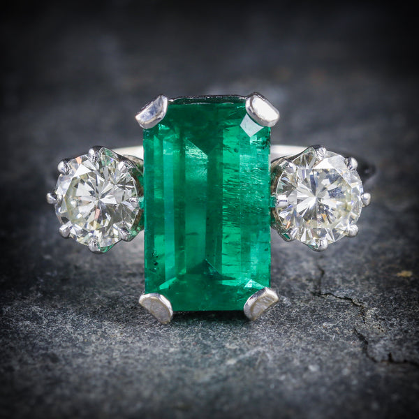 EMERALD DIAMOND TRILOGY RING 18CT GOLD DATED 1976 FRONT