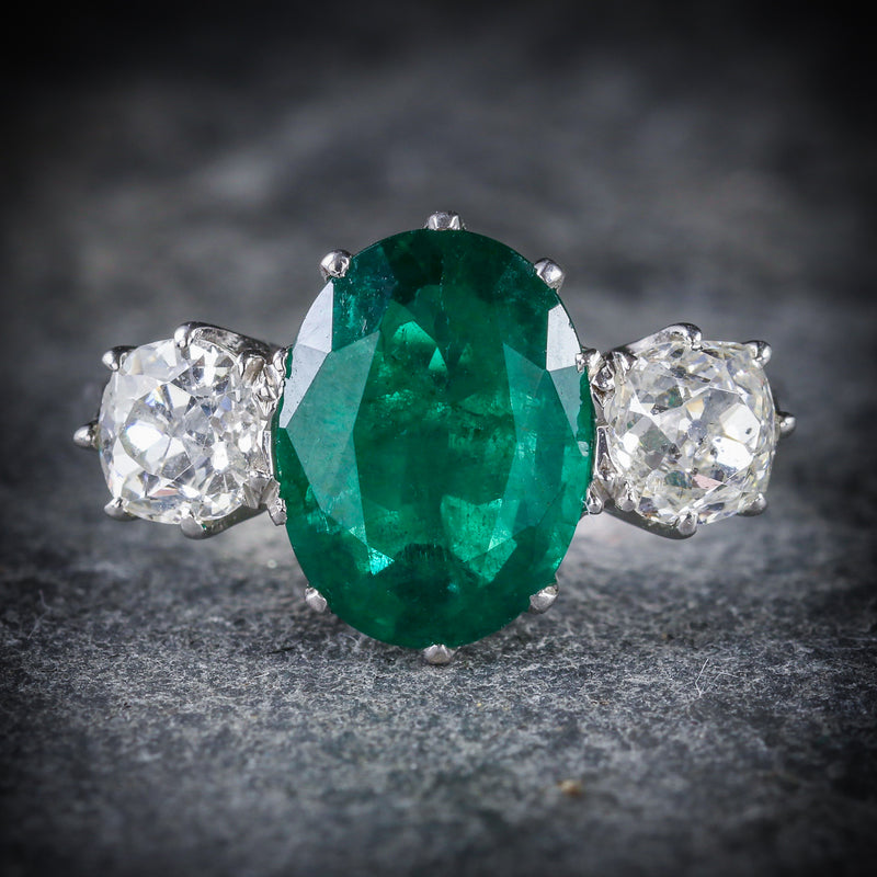 FABULOUS 4.50CT EMERALD & 1.30CT OLD CUT DIAMOND TRILOGY 18CT WHITE GOLD RING FRONT