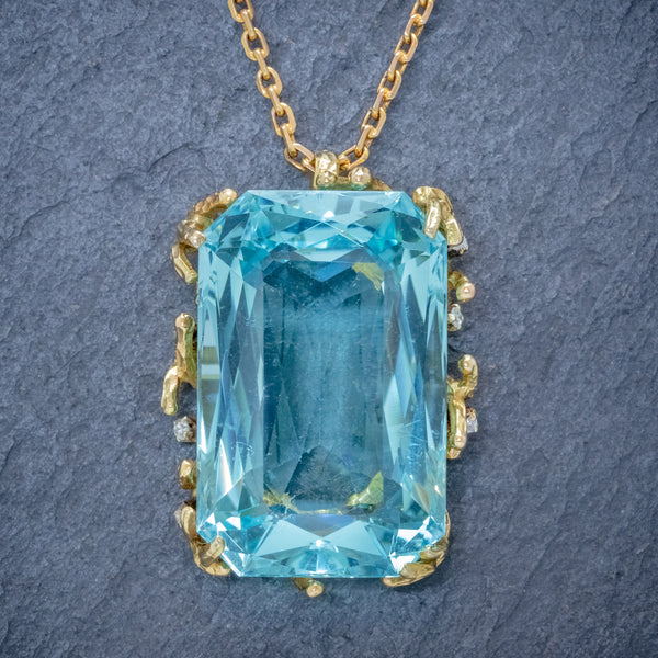 VINTAGE AQUAMARINE DIAMOND PENDANT NECKLACE 18CT GOLD 42CT SCISSOR CUT AQUA FRONT