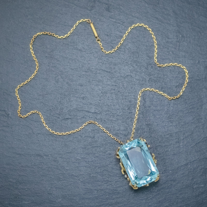 VINTAGE AQUAMARINE DIAMOND PENDANT NECKLACE 18CT GOLD 42CT SCISSOR CUT AQUA TOP