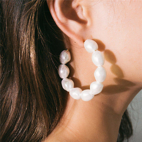 Exaggerated Geometric C-Shaped Pearl Earrings