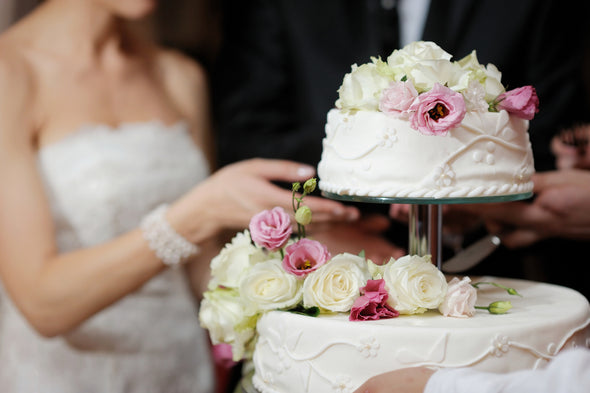 How to save BIG BUCKS on the price of your wedding cake