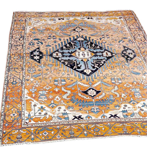 A 20th century Persian Serapi (Heriz) in good condition. view 1