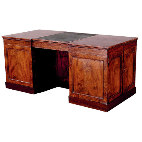 An English pedestal desk with beautifully figured mahogany timbers. view 1