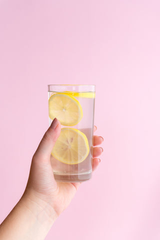 O2 Living health and wellness blog - benefits of lemon water in the morning