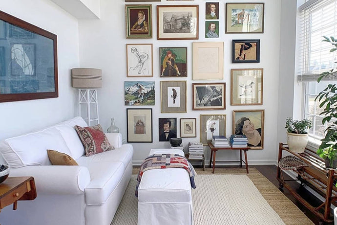 HOW TO ASSEMBLE GALLERY WALL ON A LOW BUDGET
