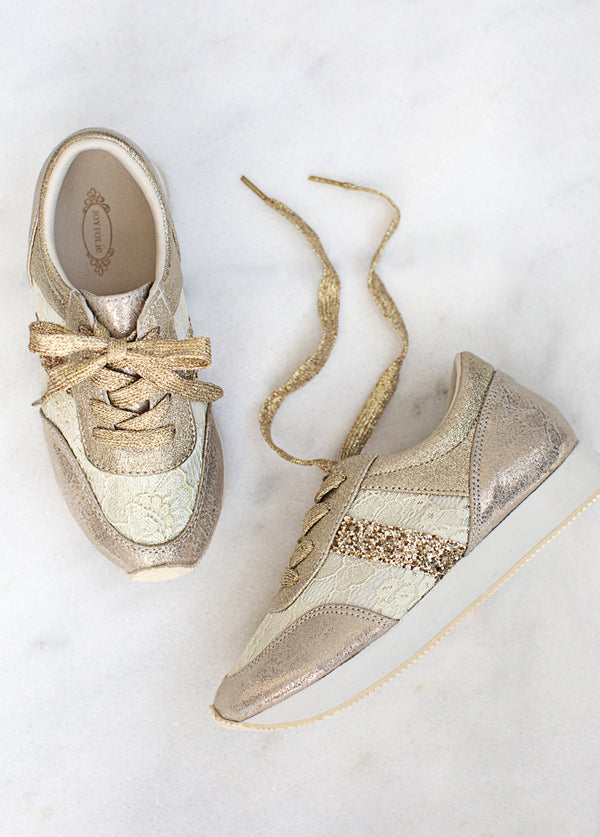 Jenni Trainer in Gold