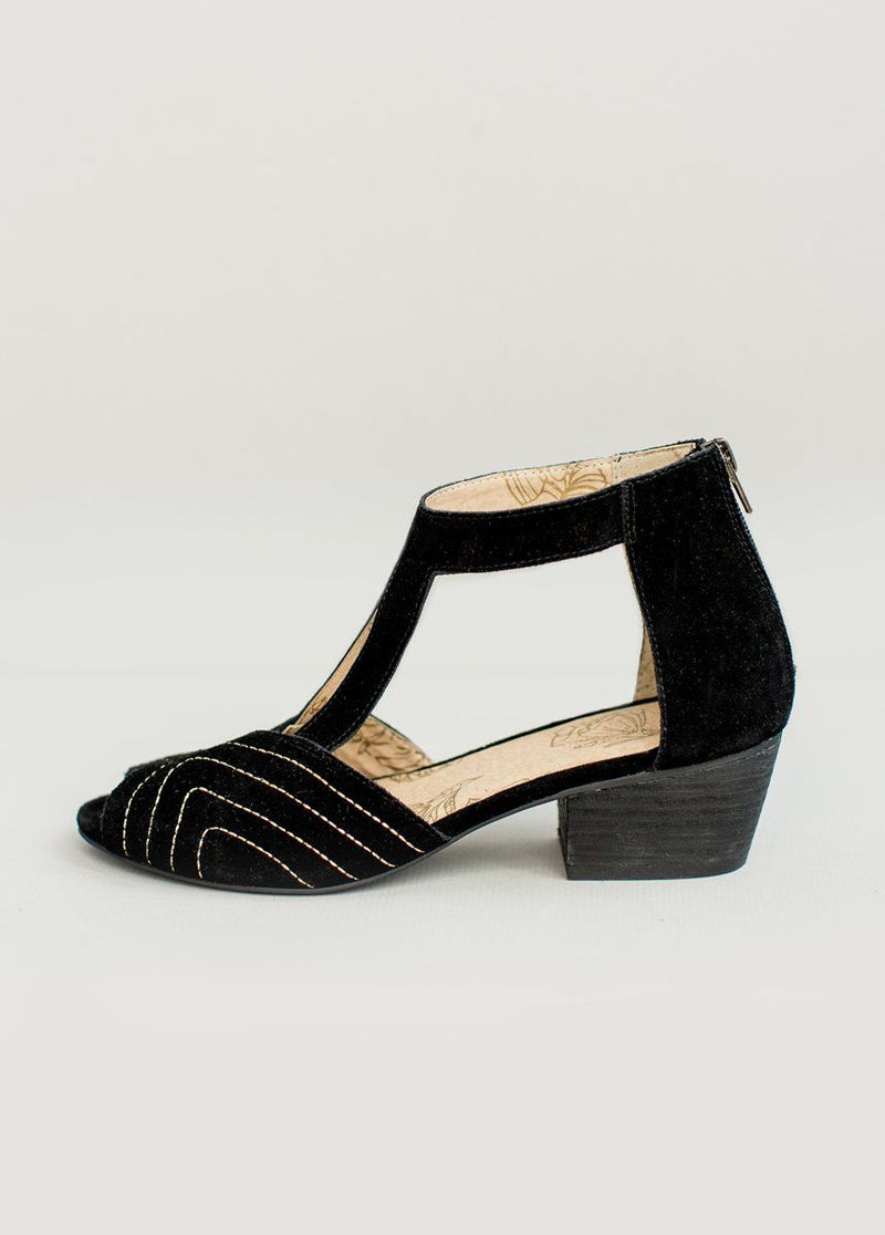 Olessia Leather Shoe in Black