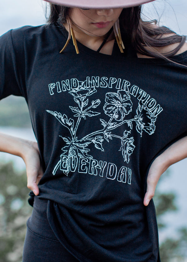 Women's Everyday Inspo Tee in Black
