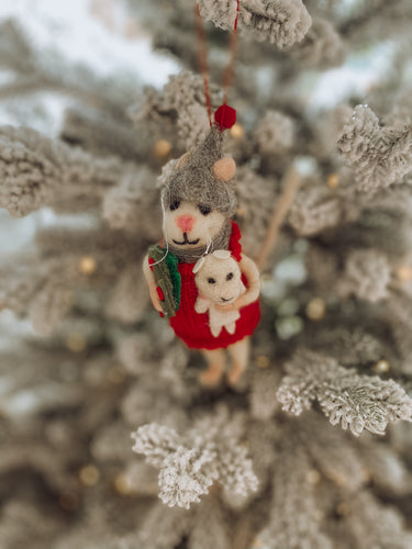 Merry Mice - Winter Mouse with Wreath