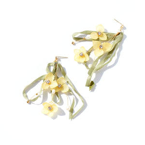 *REAL FLOWER* Libelle Hydrangea Flower Drop Earring - Lemongrass