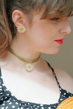 Load image into Gallery viewer, *REAL FLOWER* Reborn White Daisy Organza Choker/Necklace