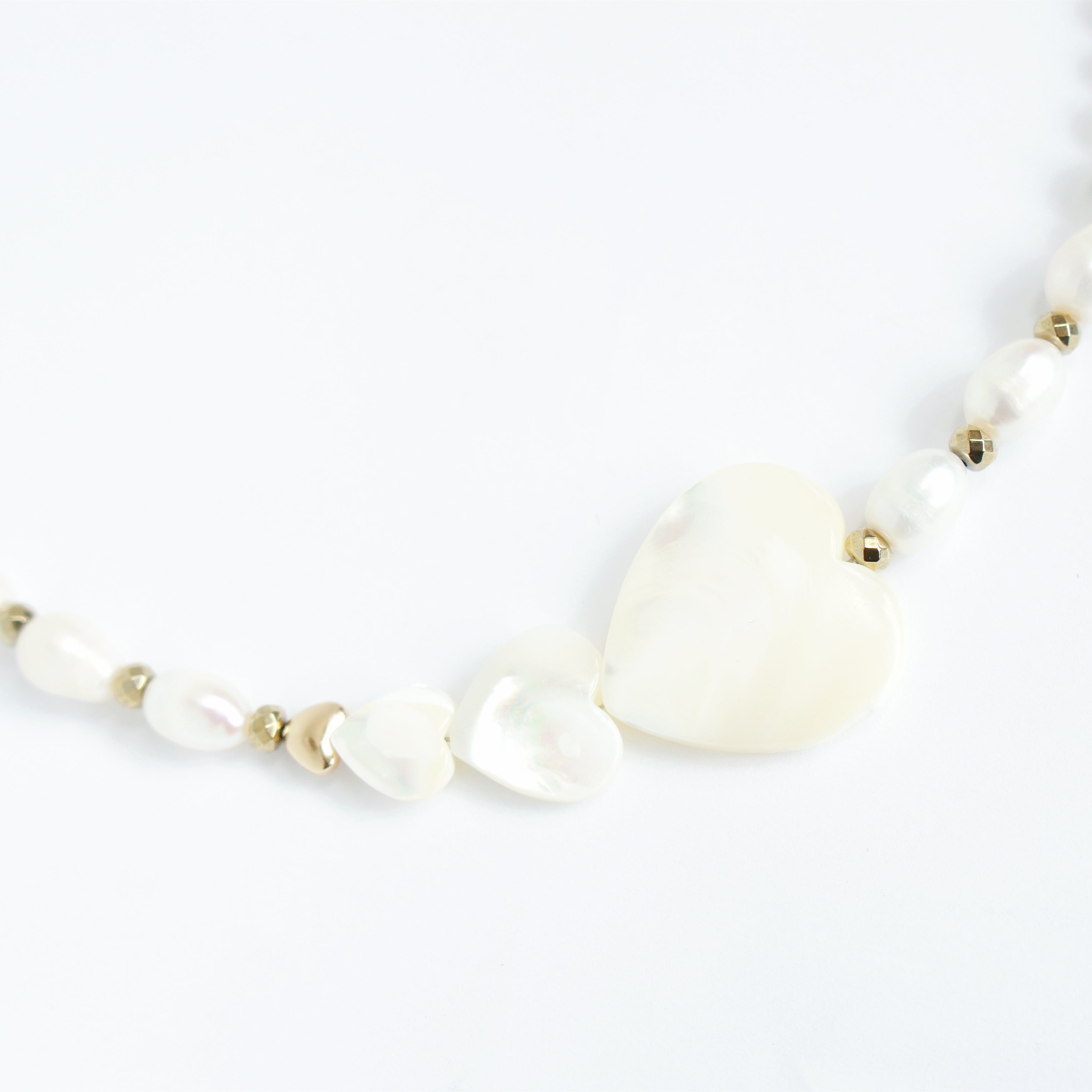 Kind-hearted Mother of Pearl Necklace