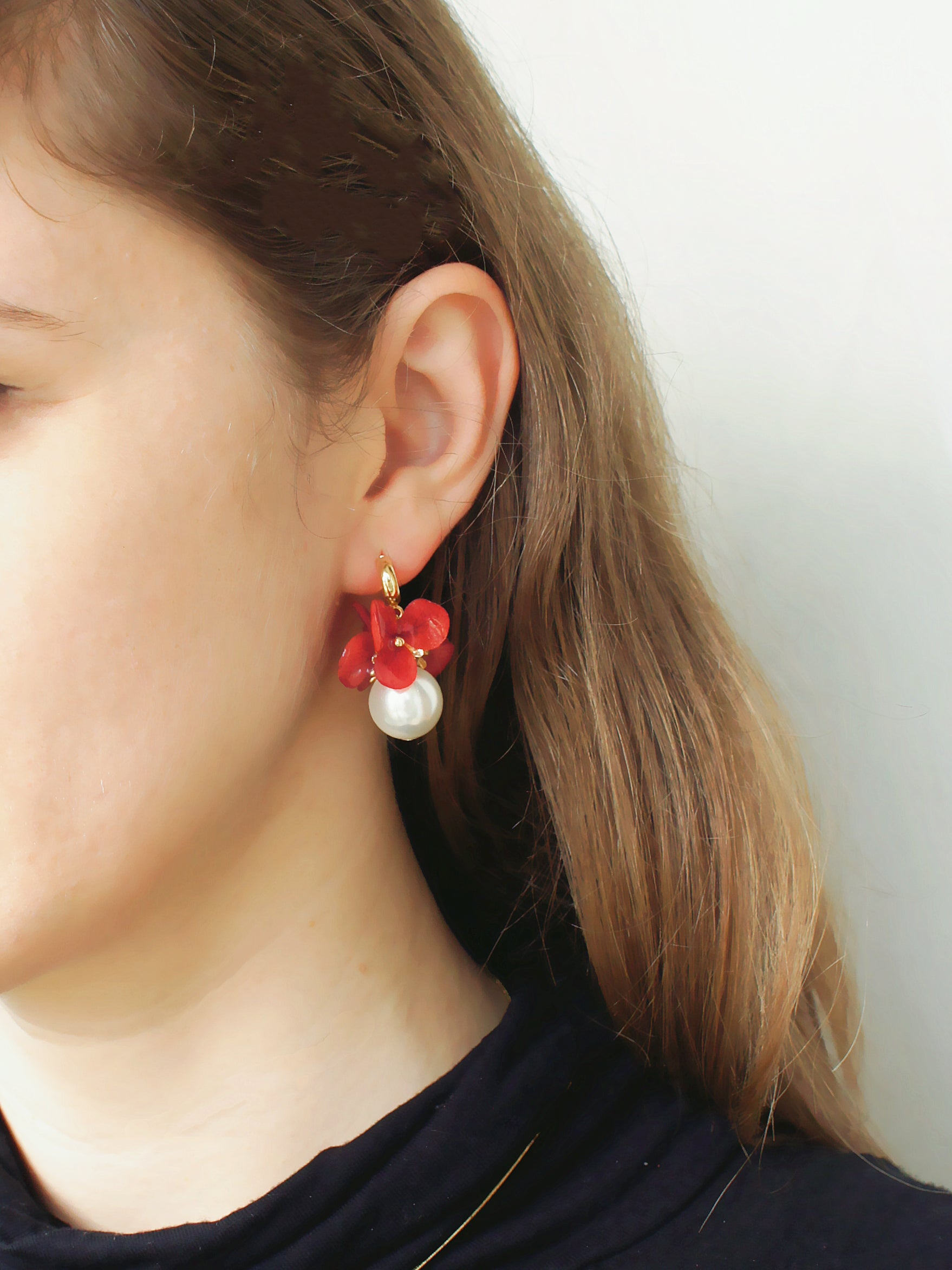 [Season's Specials] *REAL FLOWER* Mariesii Red Hydrangea and Pearl Drop Earrings