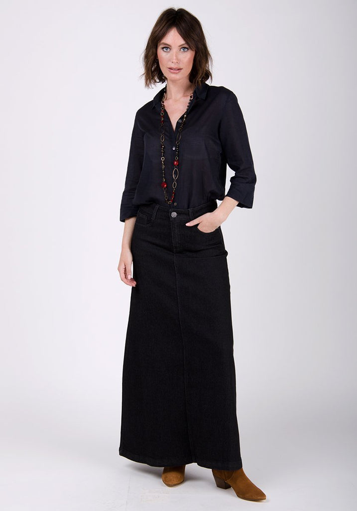 Full-frontal gentle flared denim skirt.