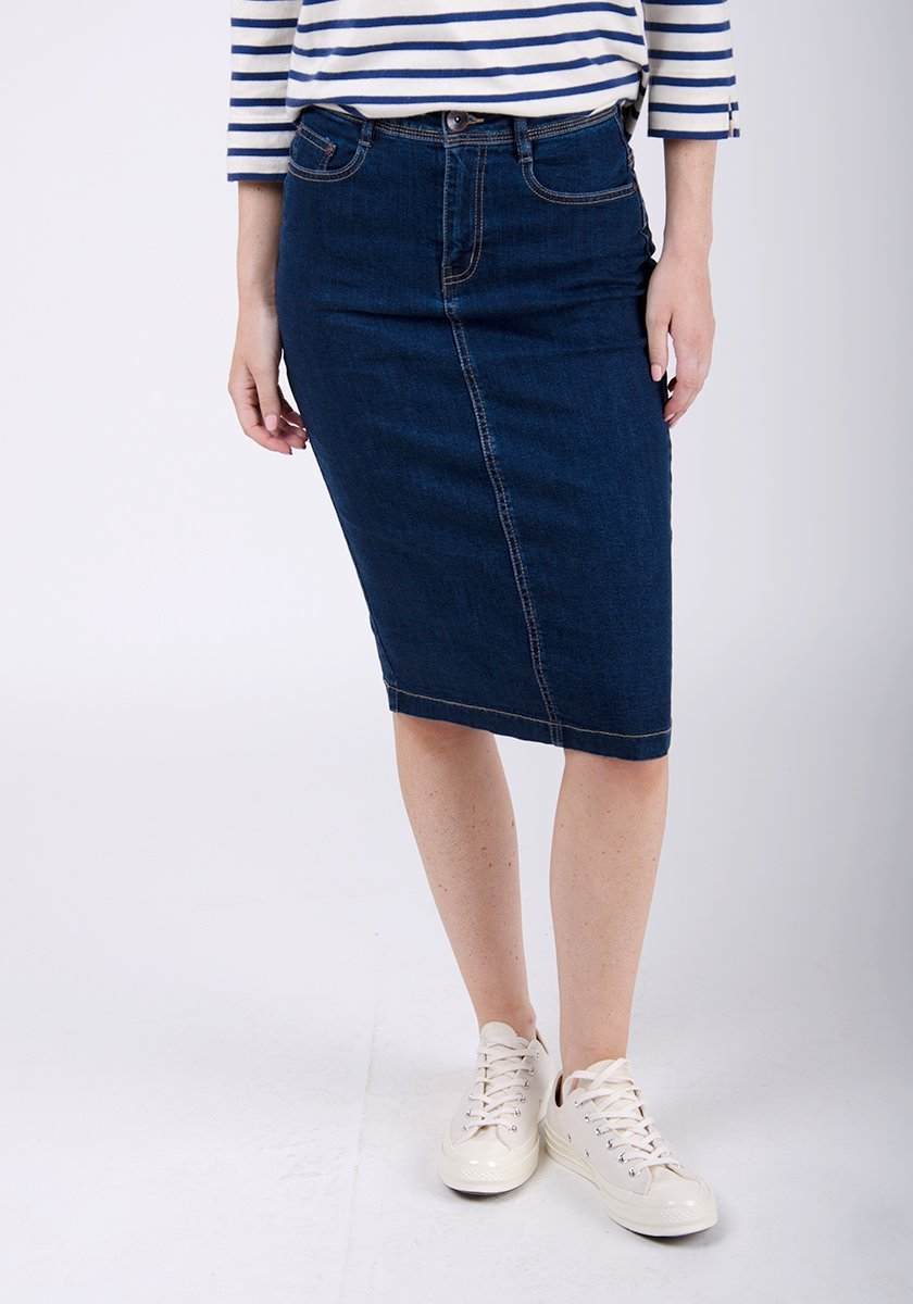 Half-front pose focussing on front pockets of mid-length denim skirt.