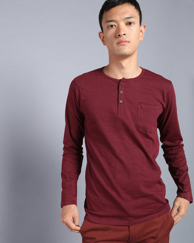 Henley Neck Solid T-shirt with Pocket In Maroon