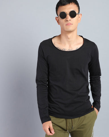 Scoop Neck  Solid T-shirt in Black