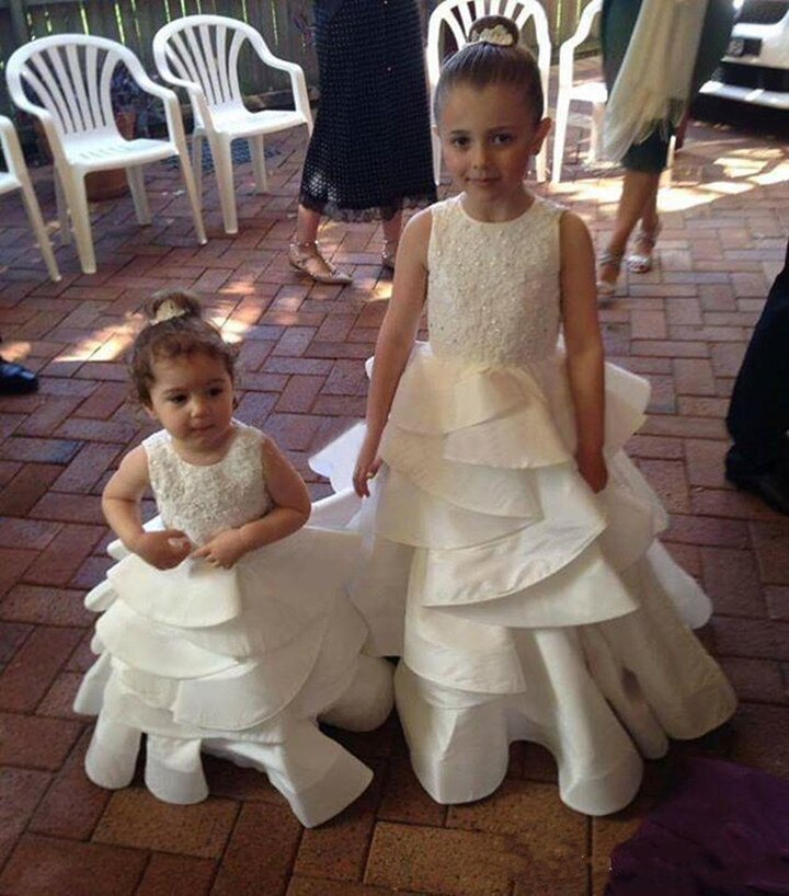 2018 Flower Girls Dresses For Weddings Sequined Lace Satin Tiered Princess White Toddler Little Kids Dresses for Wedding