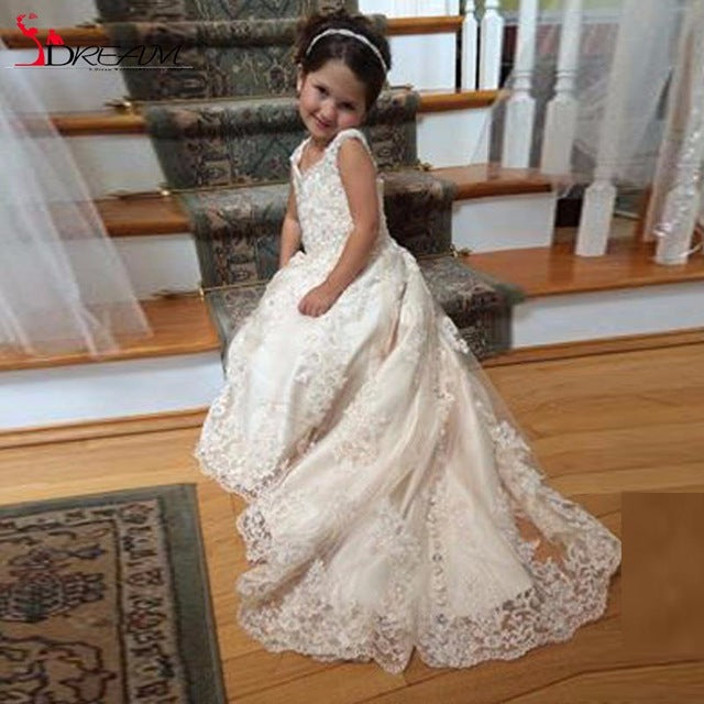 2017 Lace Flower Girls Dresses For Weddings V Neck Spaghetti Sequins Appliques Tulle Satin Sweep Train Pageant Dresses For Girls