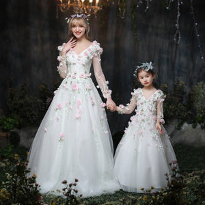 Mother Daughter Dresses Family Wedding White Princess Dress Ball Gown Mommy and me Clothes Girl Wedding Long Tutu Dress 2018