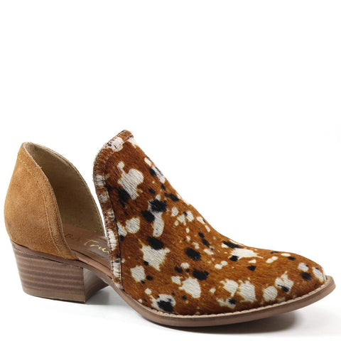 Diba True Women's Shy Town V Cut Shootie Caramel Cow Hide Printed Pony Hair Profile